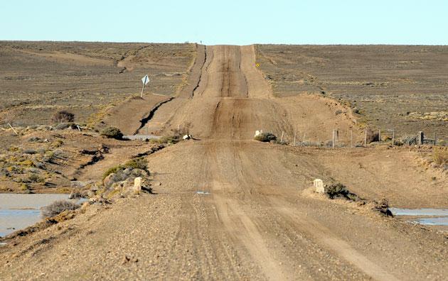 La ruta provincial Nº 47 hoy, camino a Puerto Deseado – Foto: OPI Santa Cruz/Francisco Muñoz