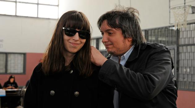 Florencia Kirchner junto a Máximo momentos antes de votar - Foto: OPI Santa Cruz/Francisco Muñoz