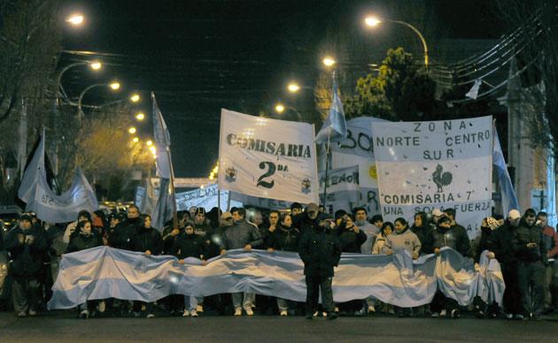 Los policías autoconvocados marcharon por las calles de Río Gallegos - Foto: OPI Santa Cruz/Francisco Muñoz