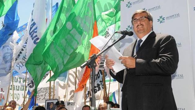 Alfredo Scoccimarro Vocero presidencial dando el parte médico