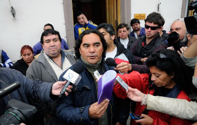 Pedro Mansilla, titular del SOEM. reelegido ayer en su cargo, en dialogo con los medios - Foto archivo: OPI Santa Cruz/Francisco Muñoz