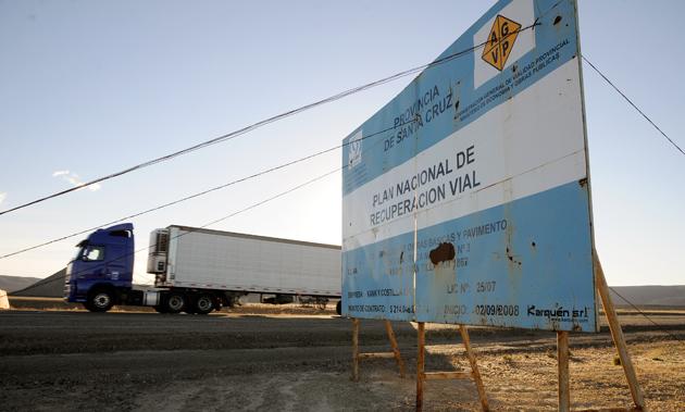 Los carteles de obras viales nacionales en las rutas de Santa Cruz - Foto: OPI Santa Cruz/Francisco Muñoz