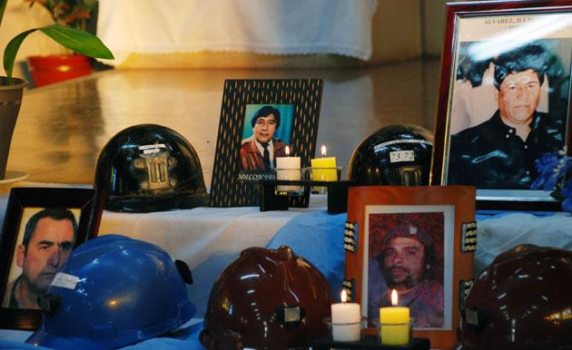 La misa que se realiza para recordar a los 14 Mineros que fallecieron en Río turbio el 14 de junio del 2004 – Foto: OPI Santa Cruz/Francisco Muñoz