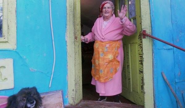 Tanti Tiluța locuiește singură și are mare nevoie de orice mic ajutor. (Oricând.)