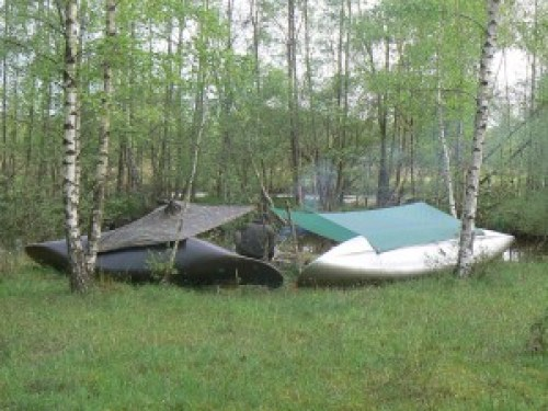 Overnachten met de kano als deel van je onderkomen.