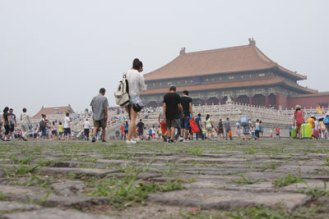 Typischer grauer Smog-Himmel in der Verbotenen Stadt in Beijing