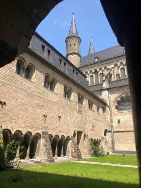 Im Kreuzgang des Münsters