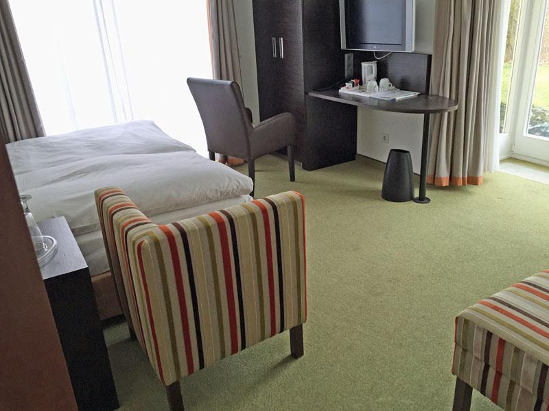 Ein nettes Zimmer im Grand City Hotel - das wir leider nicht bekamen.