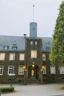 Das Alte Rathaus in Brauweiler. Dort ist die KÖB untergebracht.