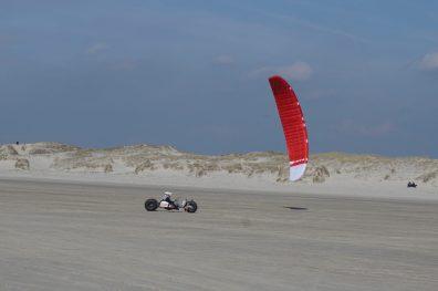 Kite-Buggy-Fahrer