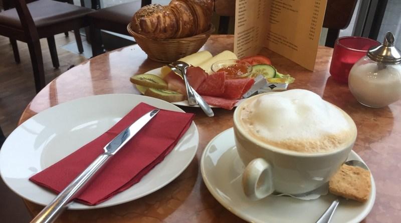 Frühstück im Café in Hannover