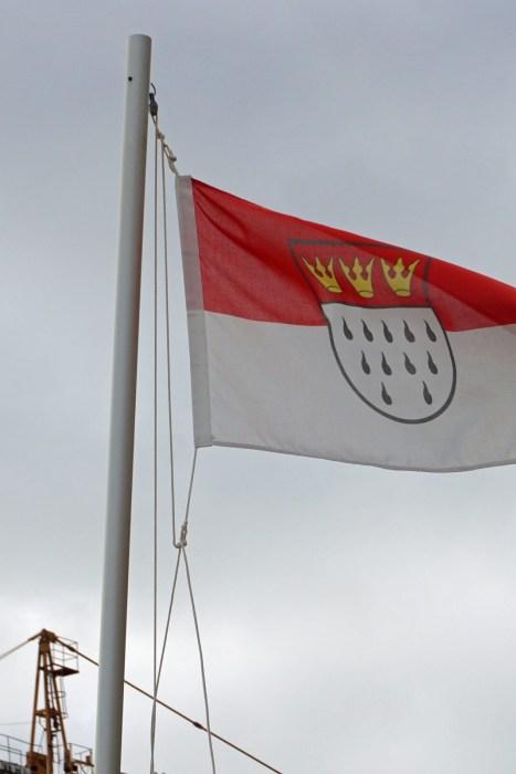 In Canyamel auf Mallorca stehen sehr viele sehr große Häuser. Auf vielen Klingelschildern ist ein deutscher Name. Über einem Grundstück weht die Kölner Flagge.