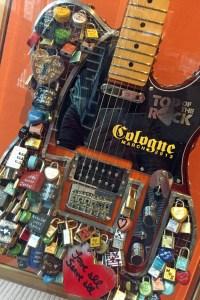Liebesschlösser an der Gitarre