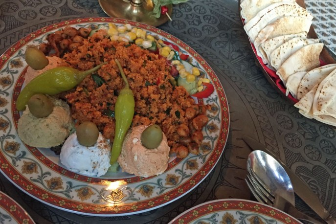 Essen im Yadaary