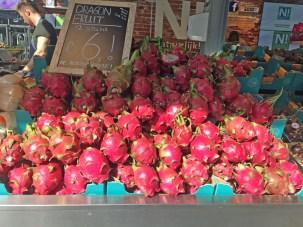 Obststand in der Markthalle