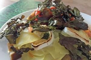 Seetang auf Kartoffel-Auberginen-Auflauf