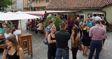 Schlange vorm Wurstkuchl in Regensburg