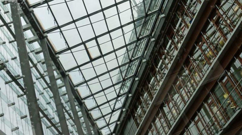 Glaskasten in Düsseldorf im Medienhafen