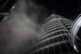 Wolken ziehen vorbei: Auf dem Burj Khalifa