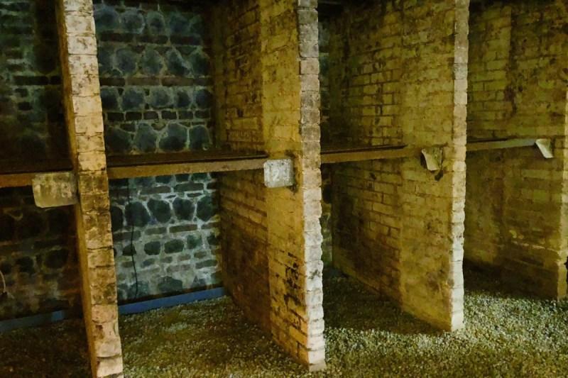 Historische Weinlagerfächer