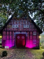 Beleuchtetes Haus im Museumshof