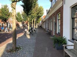 In der Hauptstraße von Vlieland.