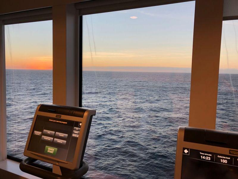 Fitnessstudio auf einem Kreuzfahrtschiff