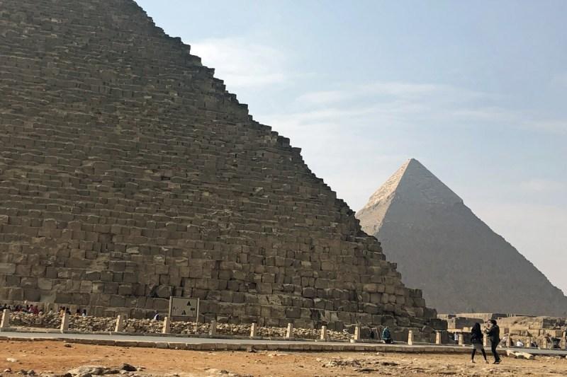 Die Pyramiden von Gizeh bei Kairo