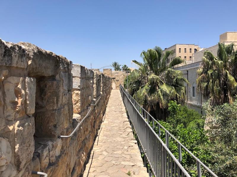 Auf der Stadtmauer in Jerusalem
