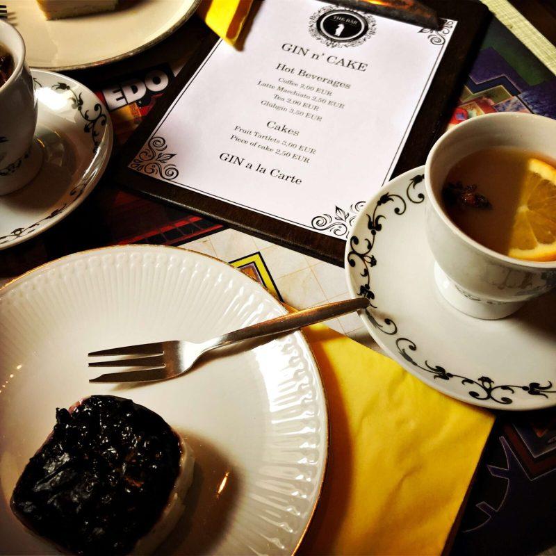 Kuchen und Kaffe gehört zum Sonntag - gerne auch mit Gin