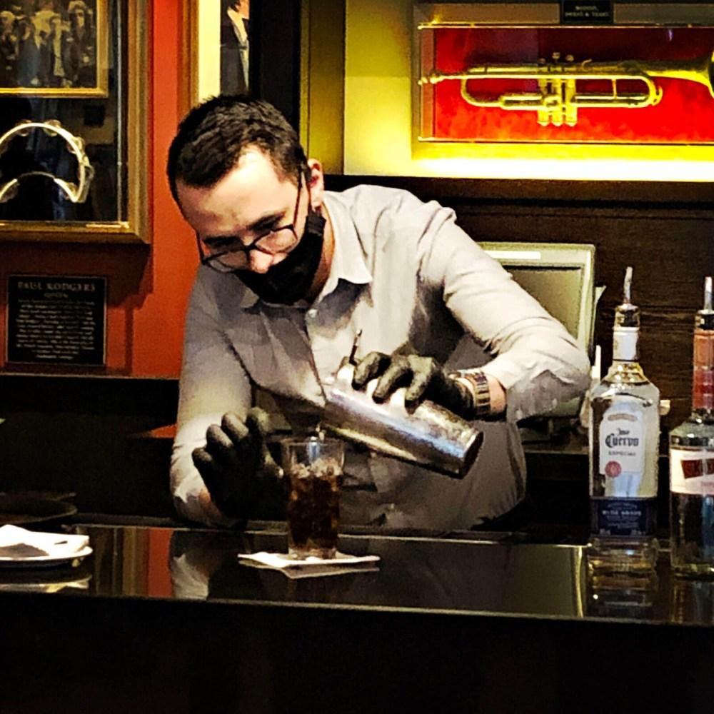 Shake it up Class im Hard Rock Café – Mini-Cocktailkurs mit Freunden