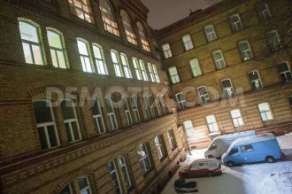 1354992944-refugees-squat-former-school-building-in-berlin-kreuzberg_1664715