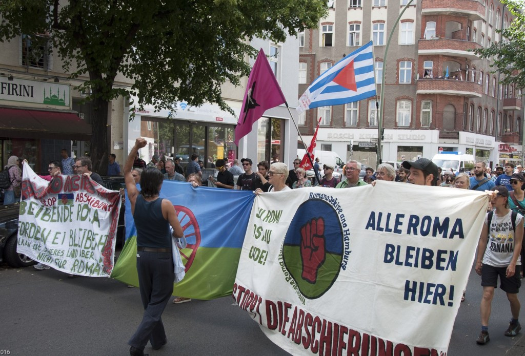 picture of a demonstration by Roma families in Berlin protesting against imminent deportation