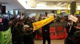 Protest gegen Abschiebungen am Flughafen Schönefeld