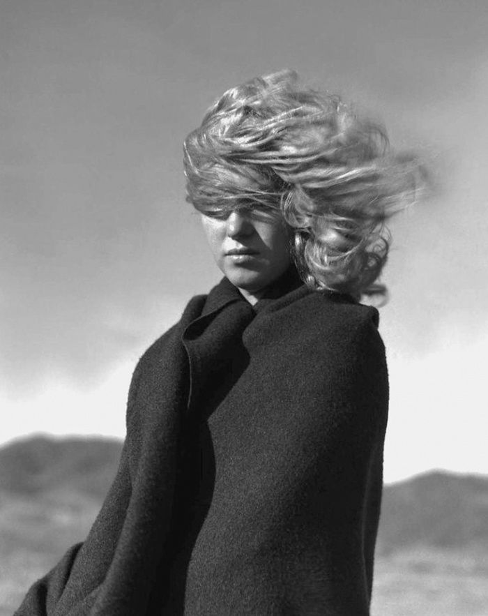 """""""One day when we were relaxing on the beach between photo sessions, I decided to capture some new expressions I had glimpsed on Marilyn's face,"""" says de Dienes."""
