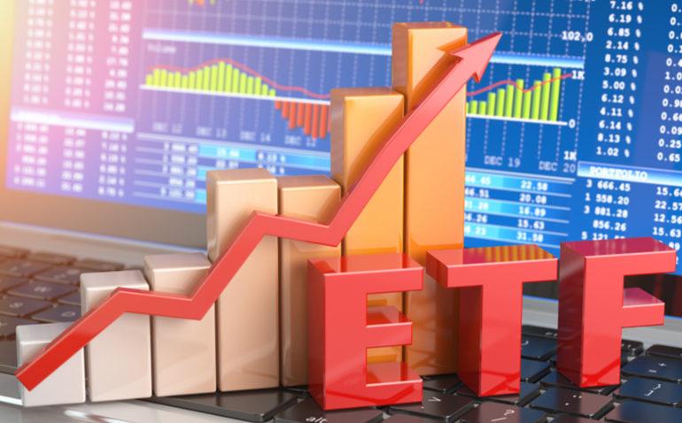 Os ETFs surgiram no fim da década de 80 nos EUA, sendo o segundo deles lançado em 1990 na Bolsa de Toronto, e hoje são uma das maiores classes de ativos da indústria de investimentos mundial.