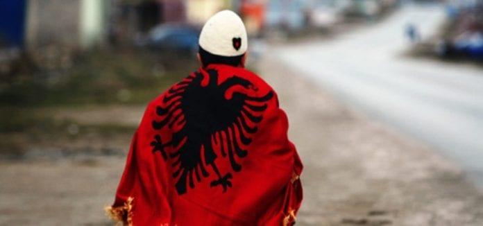 Shënohet Dita e Flamurit dhe ditëlindja e komandantit legjendar Adem Jashari