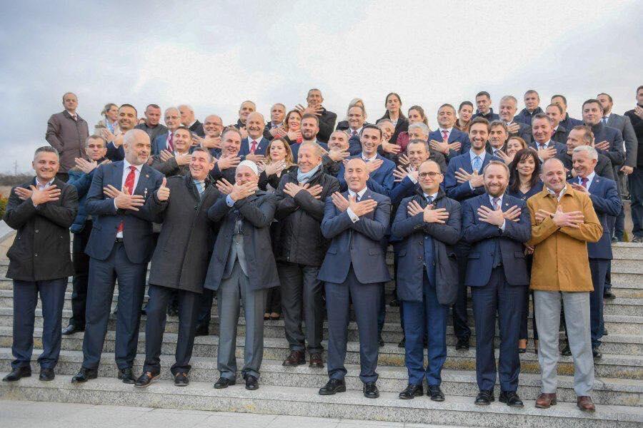 """Mbledhja e dy qeverive, Serbia i frikësohet projektit """"Shqipëria e madhe"""""""