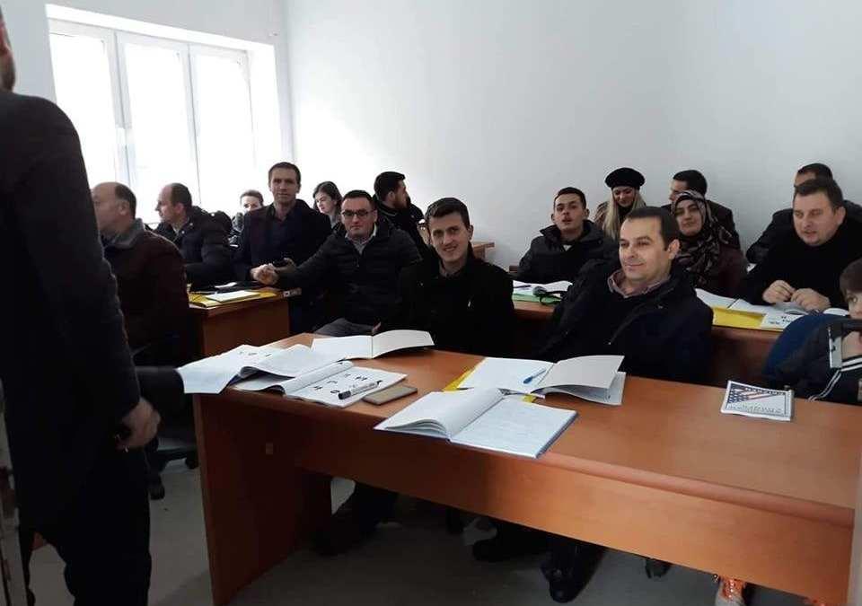 """Organizohet kurs i gjuhës angleze """"Leadership Club"""" në Dragash"""