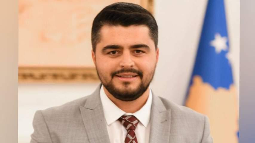 Reagon Lendrit Iljazi zyrtar në kabinetin e Presidencës.