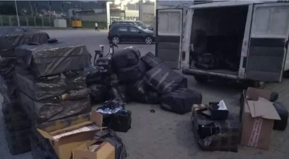 Në rrugën Zhur – Dragash, kapet kamioni që barte mallra të kontrabanduara