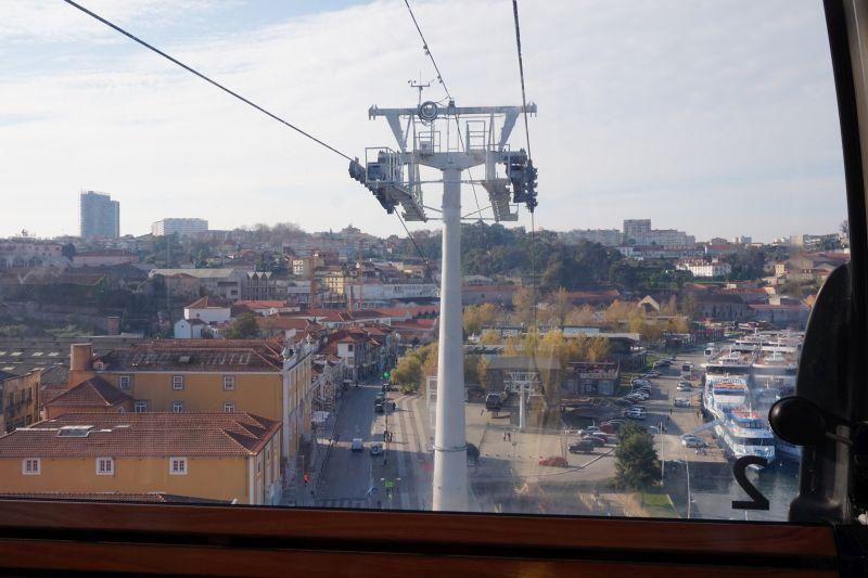 Z lanovky je krásný výhled na staré Porto i na střechy Vila Nova de Gaia