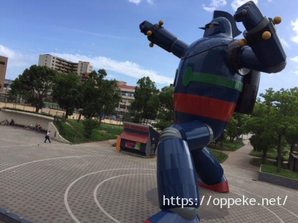鉄人28号[神戸]のアクセスと駐車場情報!方向オンチの私でも3分で到着?!