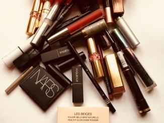 make up bag contents