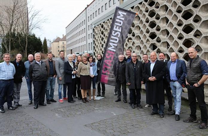 Bloggertreffen-Berlin-vor-Stasi-Museum - Foto: Christian Jung / Metropolico Medien