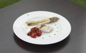 Pescada-cambucu na chapa ao molho de azeite e limão siciliano