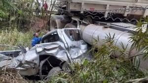 Acidente caminhonete em Angatuba