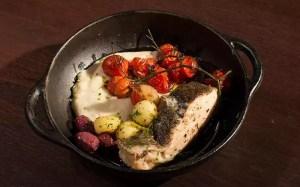 Bacalhau com tomate confit e purê de inhame
