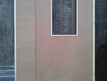 Двухсторчатая оргалитовая дверь с вырезом под стекло