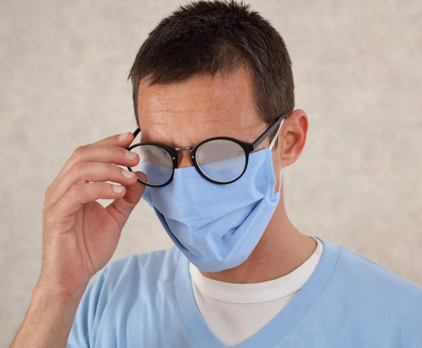 Cómo evitar que se empañen los lentes